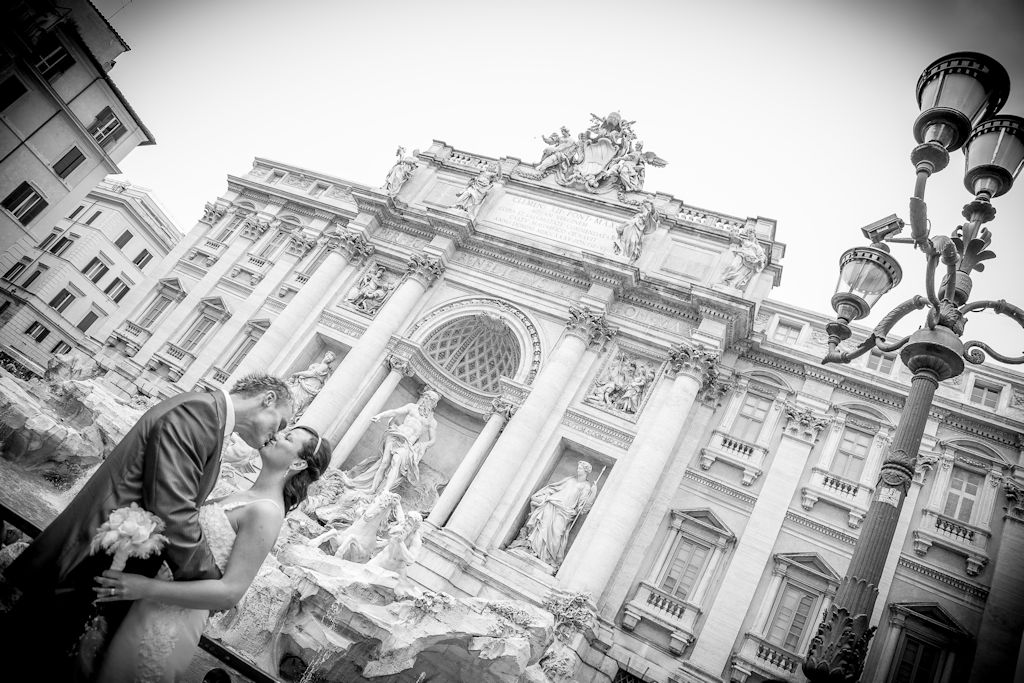 wedding near fontana di Trevi